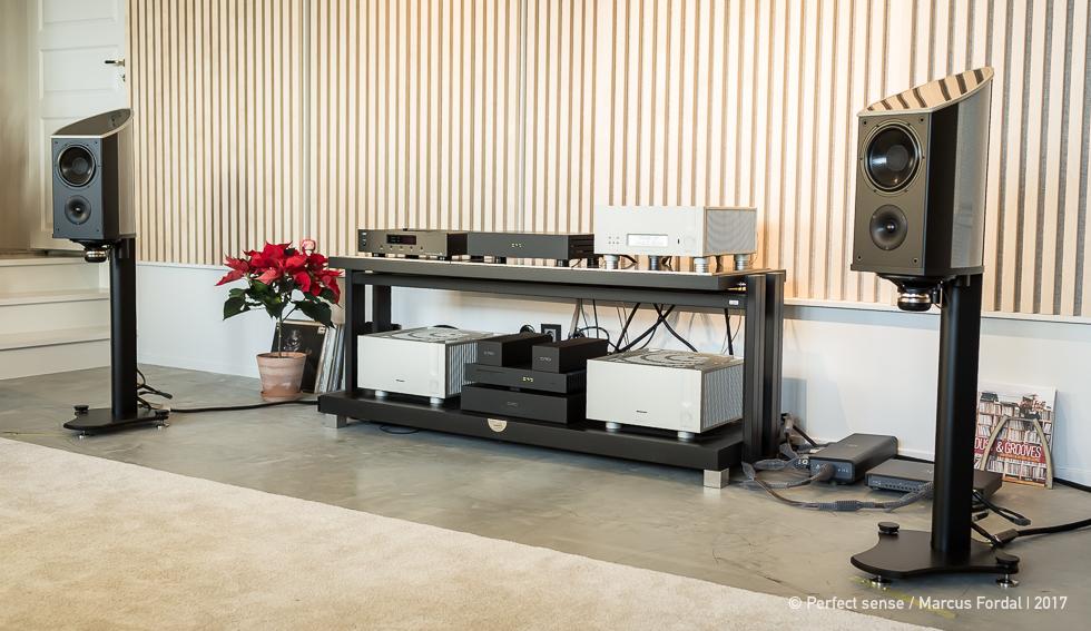 perfect sense showroom i stockholm. Black Bedroom Furniture Sets. Home Design Ideas